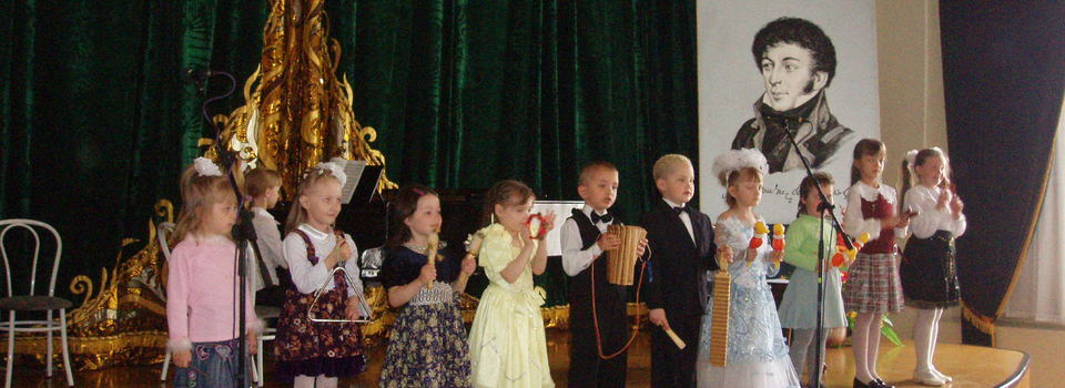 Children at celebration devoted to Batyushkov